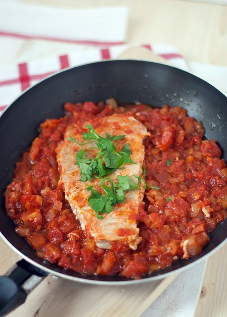 Bonito con tomate y cebolla - Tuna fish with tomato and onion