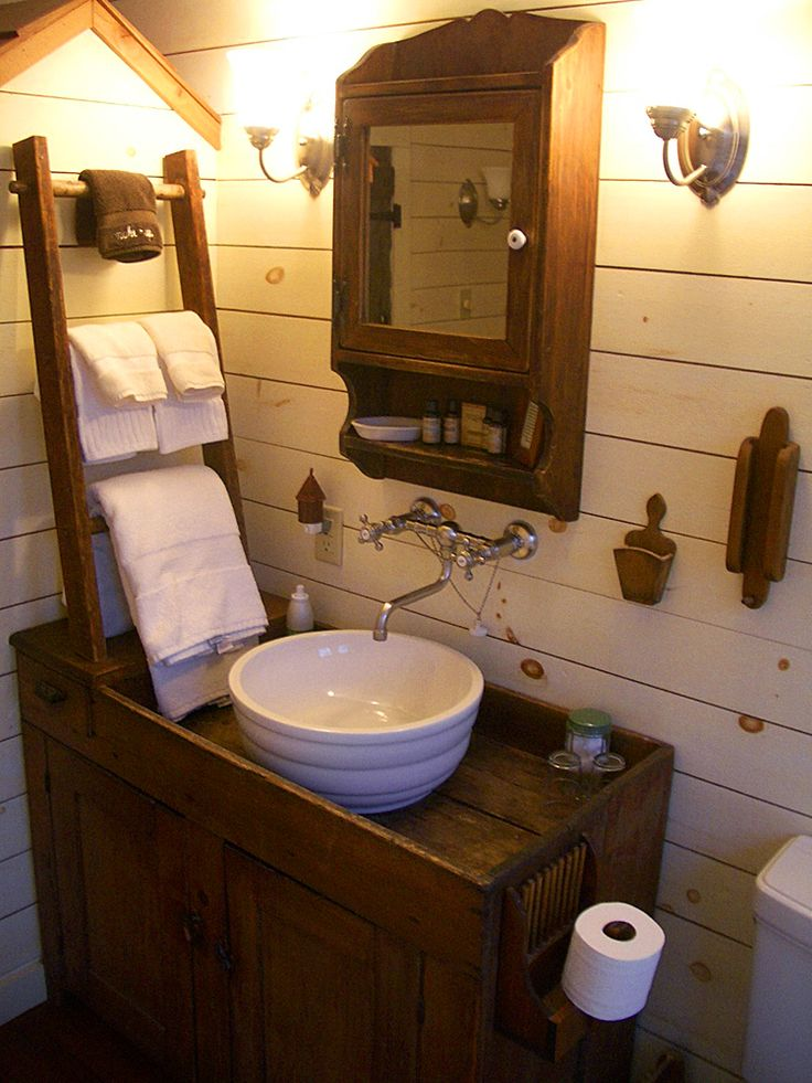 17 best ideas about antique bathroom decor on pinterest for Antique bathroom decorating ideas