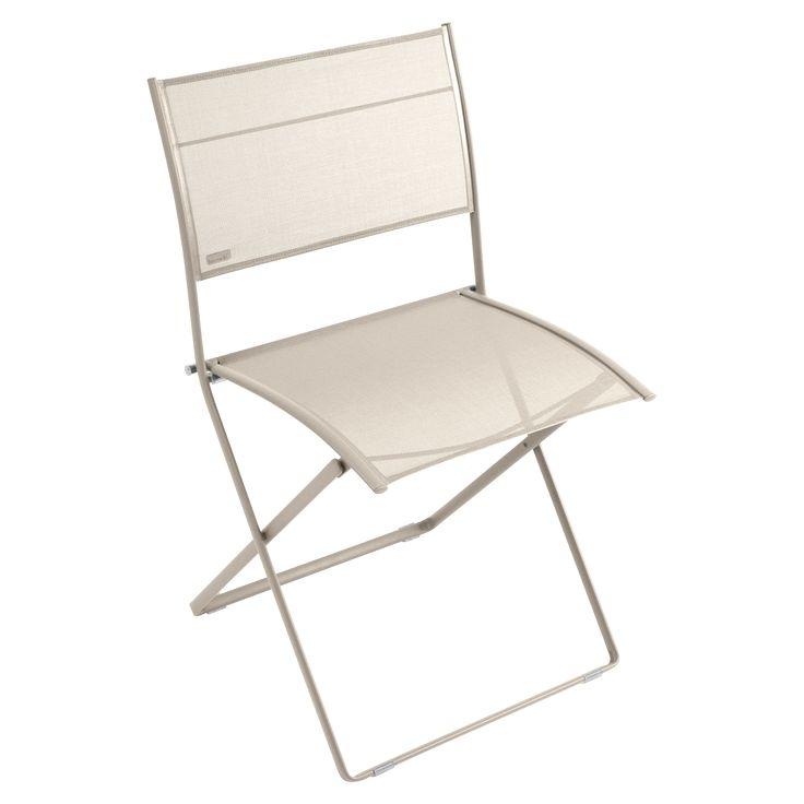 Jetzt bei Desigano.com Plein Air Stuhl Gartenmöbel, Gartenstühle von Fermob ab Euro 200,00 € Plein Air ist das Ideal für Einfachheit, Leichtigkeit und Mobilität, 100 % im Sinne der neuen Lebensweisen. - Gestell aus ovalem Stahlrohr- Sitzfläche und Rückenlehne aus reißfestem Technischen Outdoorgewebe (aus PVC-beschichtetem Polyester)- Durch ultrahochwirksame Schutzbehandlung für den Gebrauch im Freien geeignet- UV-Schutz-Pulverlacke