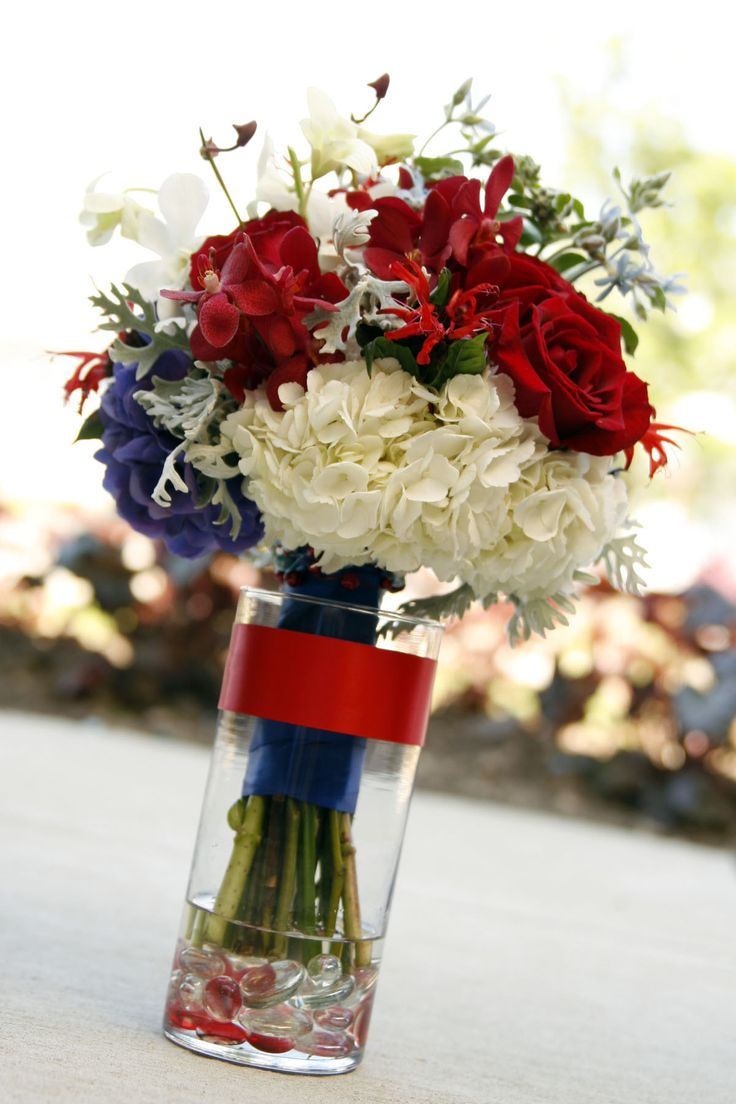 A fresh idea for Independence Day arrangements (not these colors!)