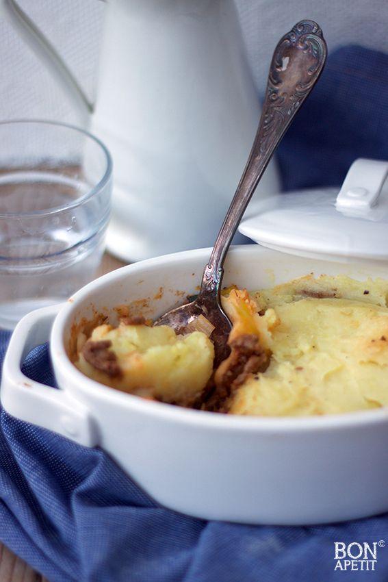 Heerlijke prei ovenschotel met gehakt en aardappelpuree. Simpel, snel en goedkoop! Recept? Lees dan snel verder op BonApetit!
