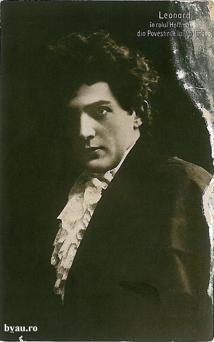 """Nae Leonard în rolul Hoffmann din """"Povestirile lui Hoffmann"""", anul 1911.  Imagine din colecţiile Bibliotecii Judeţene """"V.A. Urechia"""" Galaţi."""