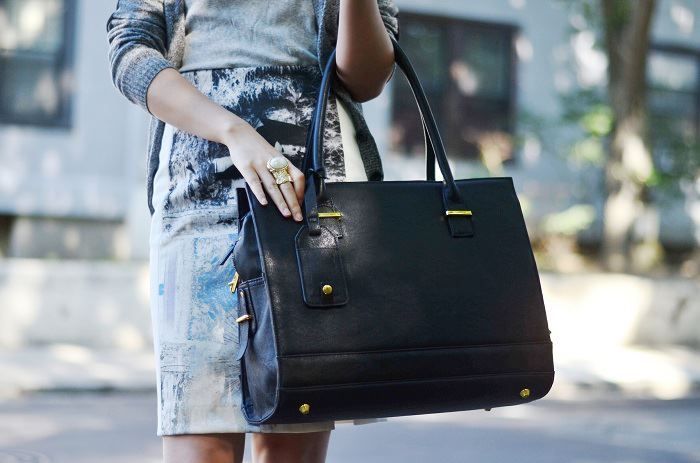 The New York is go to look for any occasion. Be ready to go from work to dinner in this sleek yet high-fashion bag. Everyone loves a sleek black bag!