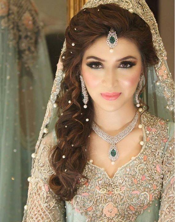 Pin By Aafreen Shaikh On Muslim Wedding Beauty Pakistani Bridal Hairstyles Indian Bridal Hairstyles Pakistani Bridal Makeup