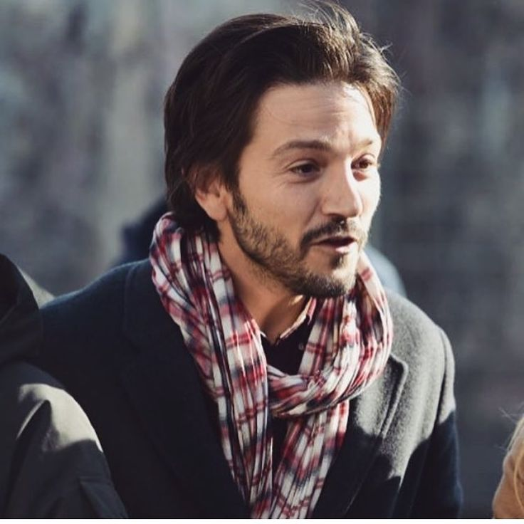 "53 Likes, 1 Comments - Diego Luna & Felicity Jones (@delicity.ig) on Instagram: ""I really like his scarf he's wearing - - #diegoluna #delicity"""