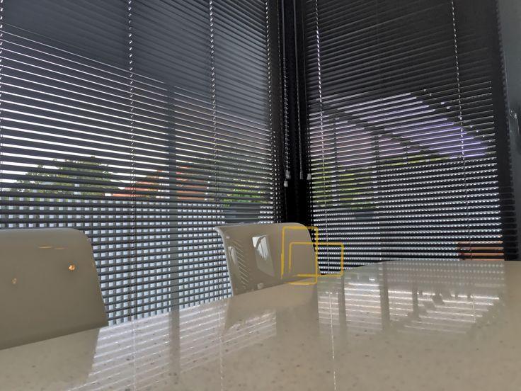 Las 25 mejores ideas sobre cortinas venecianas en for Laminas decorativas para salones