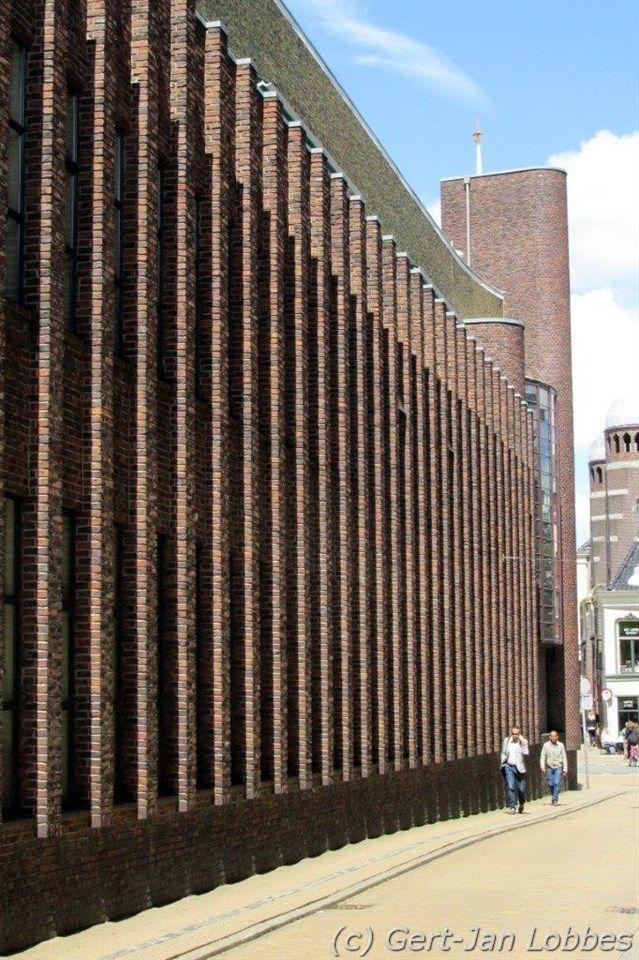 Architect S.J. Bouma Gemeentewerken, Groningen Gevel Ubbo Emmiusstraat   Wendingen ~ Platform voor de Amsterdamse School.