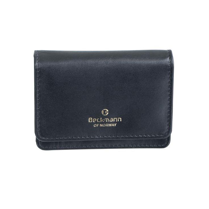 Lommebok i sort skinn til dame. To rom og en glidelåslomme.  Mål i cm: 10.5 x 8