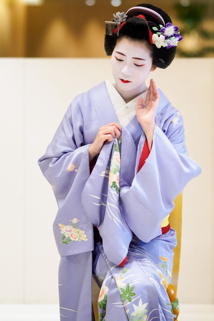 maiko 舞妓 Miyagawacho 宮川町 Toshisumi とし純 KYOTO JAPAN