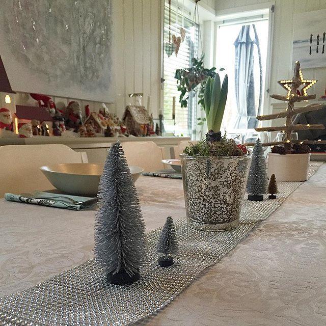 #love #christmastree fra #sostrenegrene #tablesetting #borddekking #julebord #jul #julepynt #juleinspo #christmas #christmasinspo #myhome #mynorwegianhome #livingroom #stue #interiør #interiors #interior