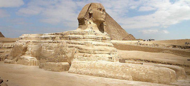 Esfinge de Gizé, parte do complexo de piramides de Gizé. Acredita-se a Esfinge ser a cabeça de Quéfren. Cairo, Egito.