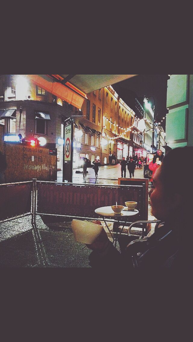 Miss Oslo sometimes. Coffe time at kaffebrenneriet . Sitting outside even though it was right before christmas