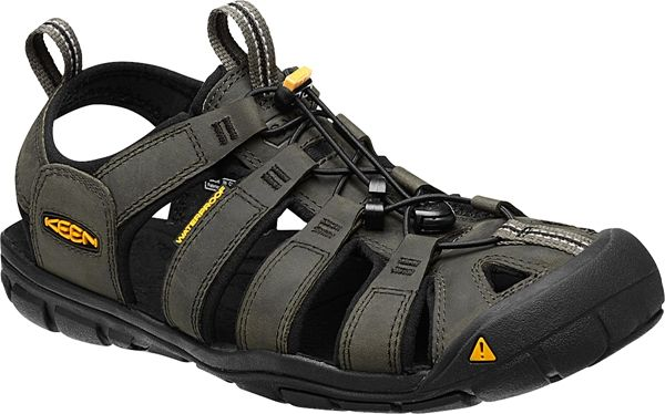 The Clearwater Leather can do it all. Lightweight and low profile this sandal looks great with shorts, capris or a skirt without sacrificing fit or performance. Signature KEEN toe protection, contoured arch support, and bungee lacing provide customized fi