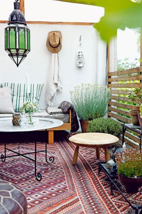 A soft color palette styled with a dark contrasting rug makes for the ultimate boho-inspired outdoor space.