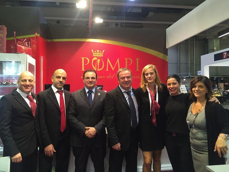 Salone Franchising Milano 2016: l'azienda e i suoi collaboratori presenti nello stand D23.