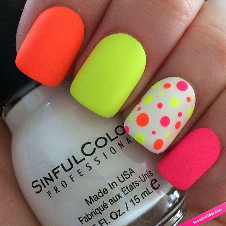 Diseños de uñas neón para verano.                                                                                                                                                      Más