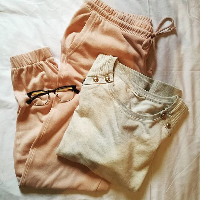 Just a relaxed afternoon...  #saturday #afternoon #relax #sport #sportstyle #homewear #rayban #eyewear #instafashion #styleoftheday #ootd #fashionstyle #outfit #outfitpost #outfitinspiration #fashioninspo #fashioninspiration #outfitoftheday #lookoftheday #stylish #beautiful #fashionpost #instamood #pink #styleblogger #bloggerlife #blogger #fashionblogger #zkstyle