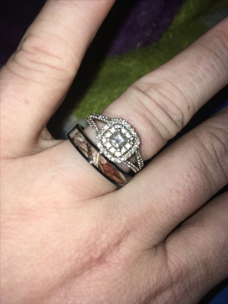 Bling and camo wedding set for women! Matches my husbands wedding band