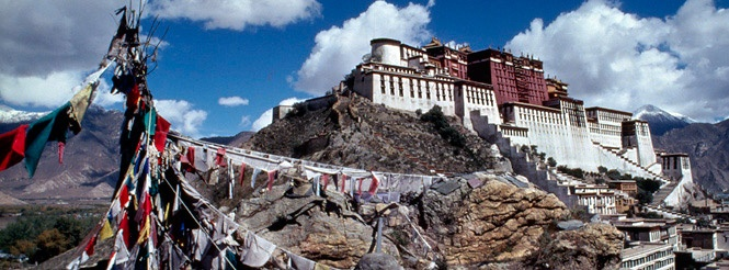 Potala Palace, Lhasa, Tibet. Former residence of the Dalai Lama. I must go here before I die.