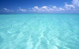 de kleur van het water