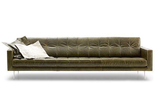 De leren loungebank Ambri is modern en tijdloos en past in groen leder met een vintage finish perfect in een industrieel interieur // Lederland