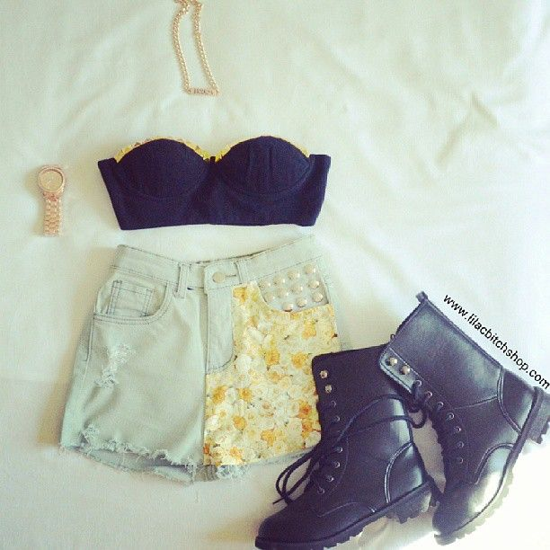 All of this cute outfit u can buy on our site www.lilacbitchshop.com✌✌✌ #flower #floral #fashion #brasil #barcelona #bust #bustier #rivet #studded #stunning #america #australia #casual #cool #cute #swag #summer #shorts #brooklyn #chain #gold #like4like #shoutout #pretty #cool #miami #martins #boots #michaelkors