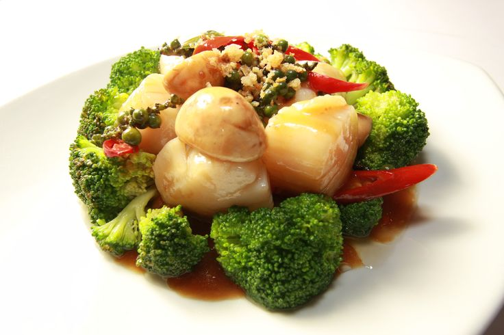 Stir fried scallops with chillies