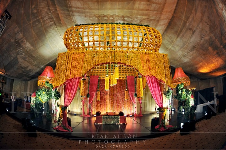 Mehndi Flower Arrangements : Stunning mehndi stage and floral arrangement irfan ahson