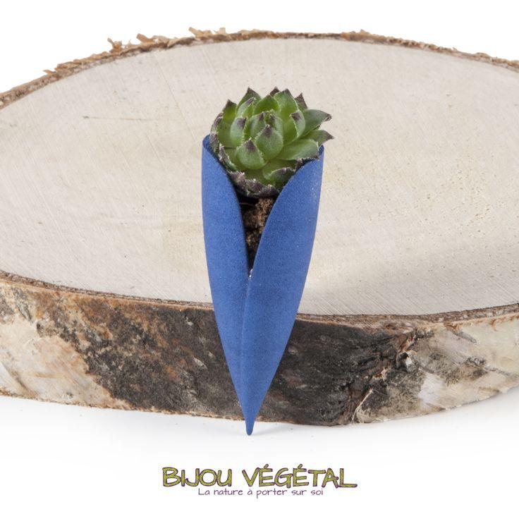 broche tulipe bleu avec plante bijou cr ateur bijoux. Black Bedroom Furniture Sets. Home Design Ideas