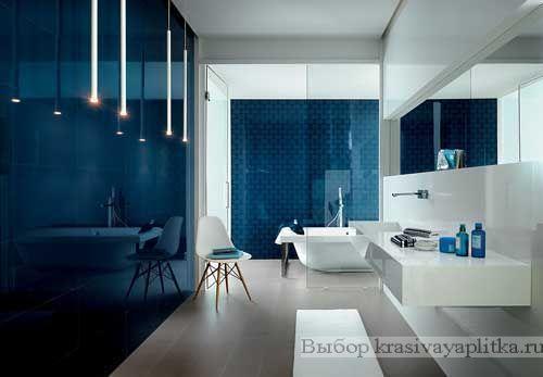Синяя плитка в интерьере ванной