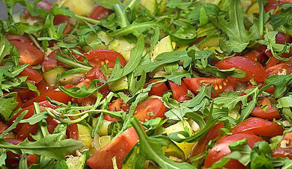 Perfekt zum sommerlichen Grillevent: Mediterraner Kartoffelsalat