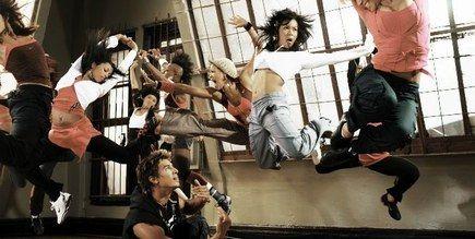 Nike Dance Workout, cours de fitness - © Nike Vous rêvez de danser comme dans les clips et de vous prendre pour Madonna, Shakira, Beyoncé Knowles ou Christina Aguilera? Le Nike Dance Workout est fait pour vous...