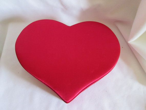 Boîte en cœur recouvert de satin/ Box in heart covered with satin