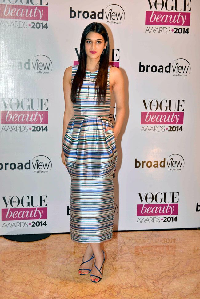 Kriti Sanon chose a horizontal print, colourful dress from Dior's Spring 2014 collection at Vogue Beauty Awards 2014. #Style #Bollywood #Fashion #Beauty