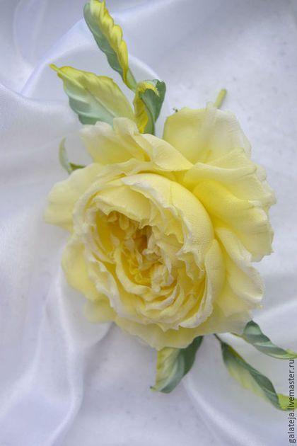 Броши ручной работы. Заказать Цветы из шелка Брошь Савоярди. Шелковая модница. Ярмарка Мастеров. Роза из ткани, цветы из шелка