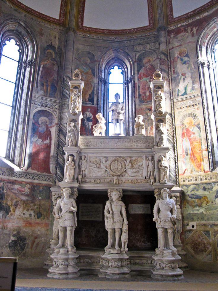 Chiesa di San Giovanni a Carbonara, Napoli, Italia.
