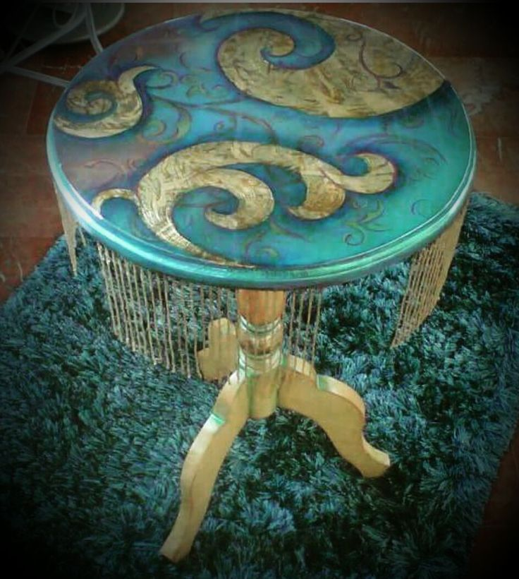 Mesa en forma de medusa by SorMed