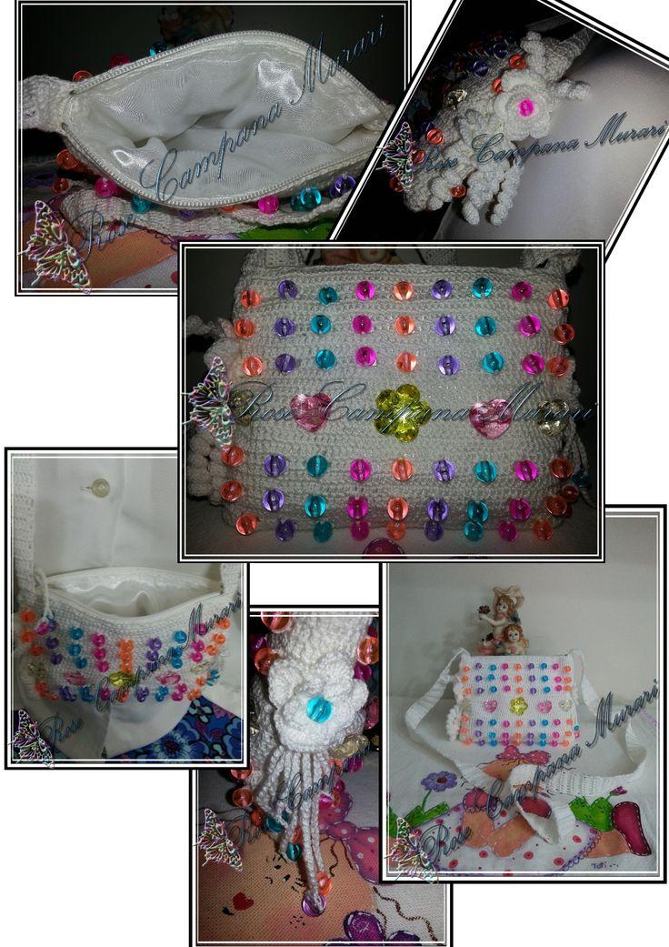 Bolsa infantil com bolas acrílicas. http://criatividadecampana.blogspot.com.br/2015/08/bolsa-infantil-branca-com-contas.html