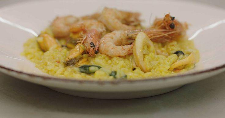 Een echte Italiaanse risotto lepel je met plezier naar binnen, vooral als de zachte rijstkorrels rijkelijk voorzien zijn van het beste uit de zee.Een heerlijke herinnering aan een zomerse zeevruchtenmaaltijd, ideaal voor tijdens de aankomende winter.