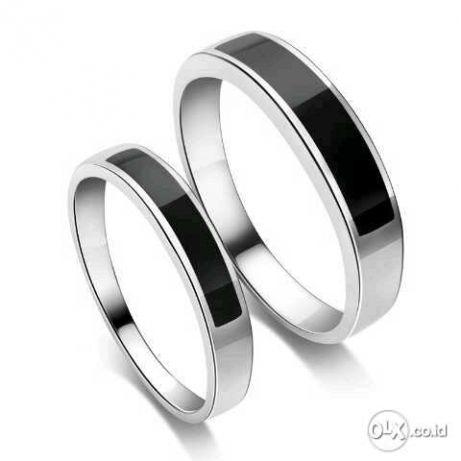 Perkenalkan kami pengrajin cincin kawin dan cincin tunangan, mengerjakan pembuatan cincin kawin dan cincin tunangan dgn bahan emas, perak dan palladium. Harga diatas sudah mendapatkan 2 cincin (sepasa... - Perhiasan  - Pontianak Kota