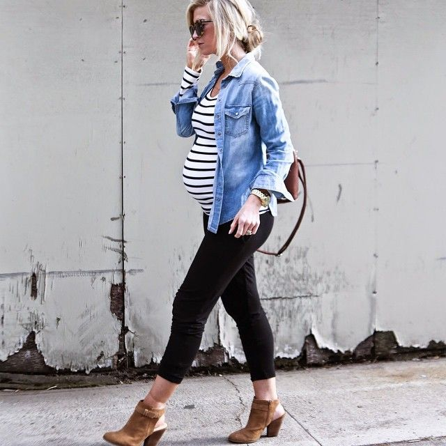 Stay Stylish During Pregnancy | Easy to wear, a casual look for everyday while expecting your baby! The adorable combination of leggings, stripes t-shirt and denim shirt are TOP, without forget a comfortable mid heel! | #dressyourbump