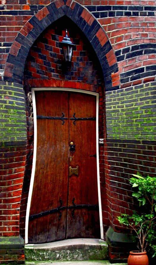 Door of perception in the Fitzrovia district of central London • photo: Iain Reid on Flickr