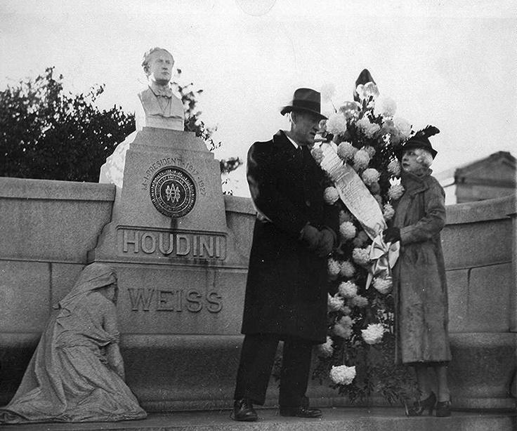 Houdini's gravesite, Macpelah Cemetary