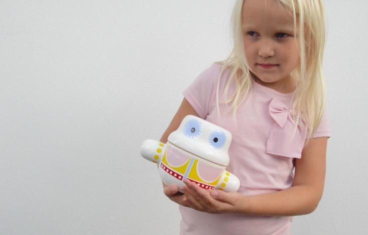 My daughter Siri holding MUMMYpot!