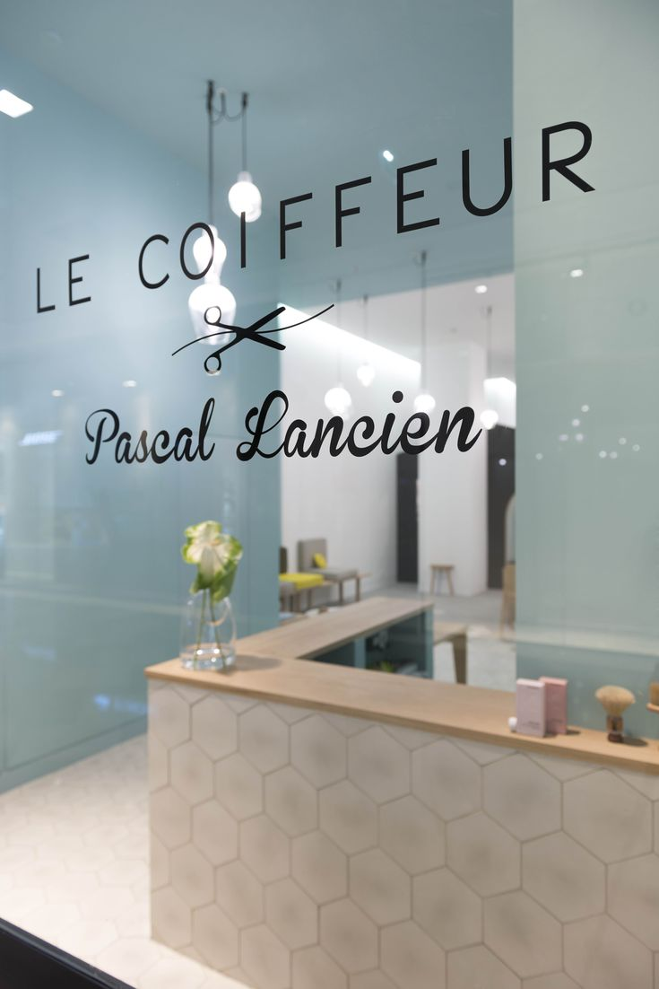 Salon de coiffure: Le coiffeur - Pascal Lancien. Les Terrasses du port Marseille. Mademoiselle Claudine.