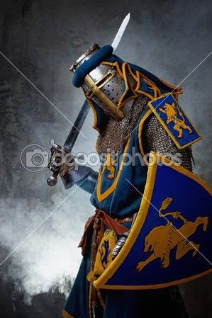 Средневековый рыцарь на абстрактный фон — стоковое изображение #12454635