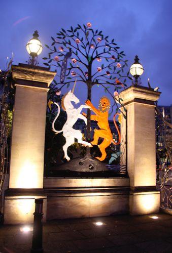 http://londonist.com/2014/06/the-friday-photos-london-gates.php | The Friday Photos: London Gates | Londonist (LW30)