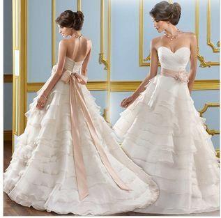 • Esküvői ruhák