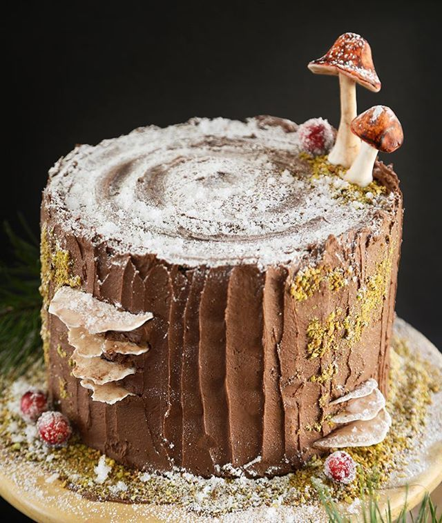 Chocolate Mulled Wine Stump de Noel cake is new on the blog, along with a fun giveaway! Check it out on sprinklebakes.com #christmascake #giveaway