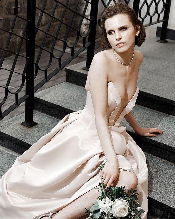С трепетом и гордостью добавляем роскошную @veronikovna в копилку  #невестаAVE ������ Желаем счастья выше неба и самой бездонной любви❤️❤️❤️ ___________________________  #AVE #AVEbride #avewedding #bride #wedding #dress #weddingdress #bridaldress #eventsress #prom #promdress #свадебныеплатьяоптом #свадебныеплатьяминск #свадебныеплатьябеларусь #свадьба #свадьба2017 #свадьбаминск  #выпускной2017 #выпускница #выпускница2017 #выпускноеплатьеминск #свадебныеплатьямосква #свадебныеплатьяспб…